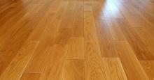 Olejowanie drewnianej podłogi. Dlaczego olej a nie lakier?